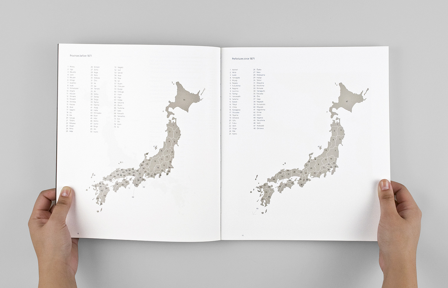 The front of the catalogue includes special maps drawn by Studio A indicating prefecture boundaries.