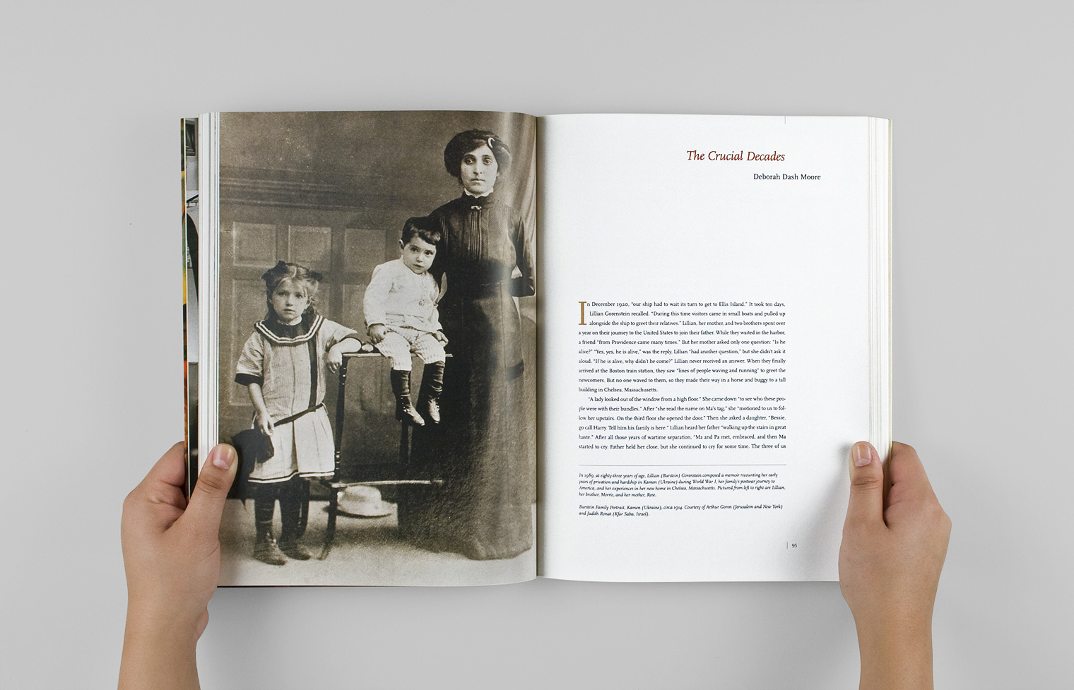A chapter opener shows a 1920s portrait of a Jewish Ukrainian immigrant family.